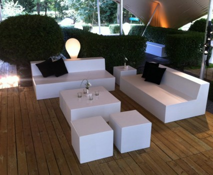 Basic table fabula productions - Decoratie witte lounge ...