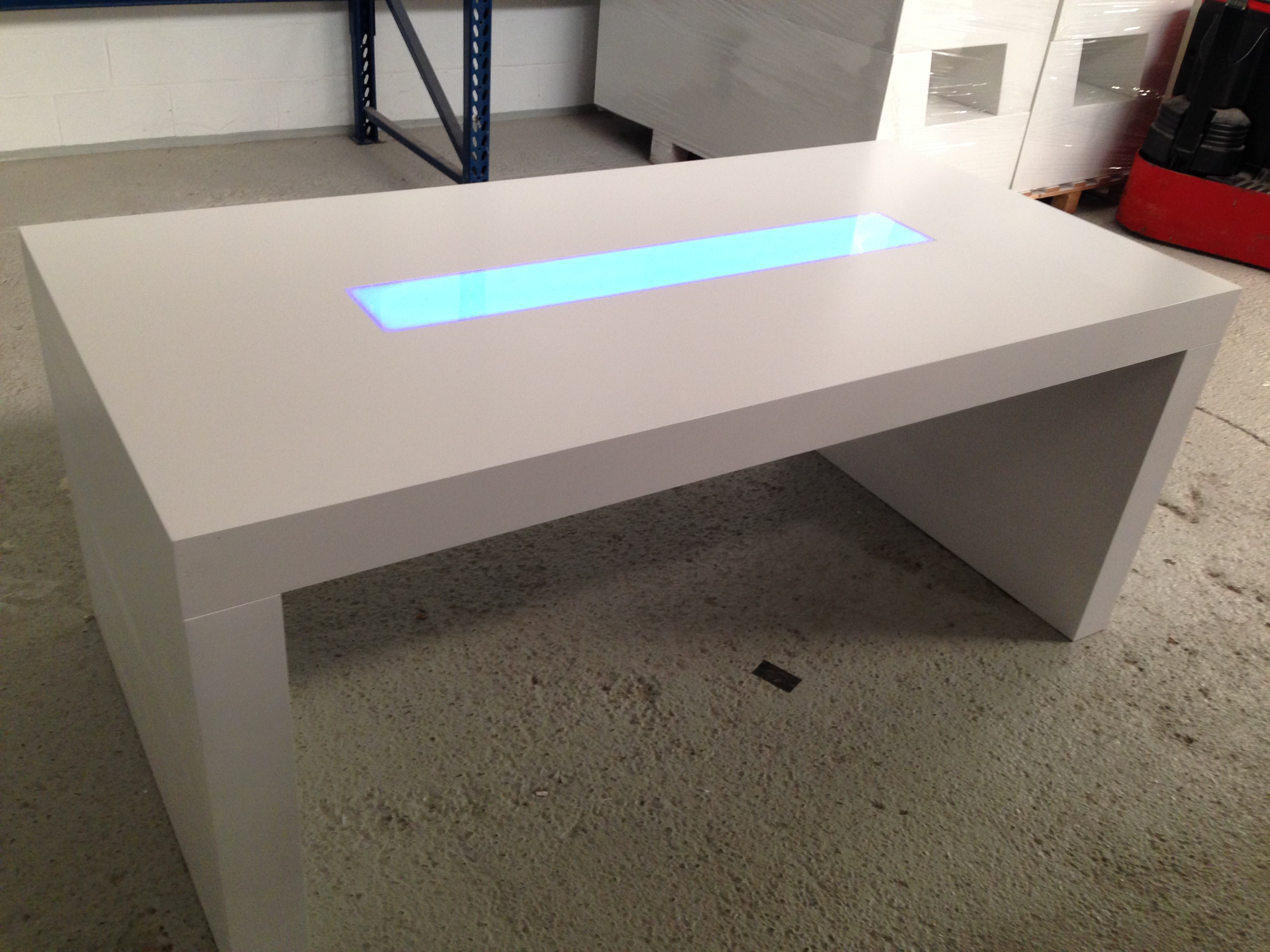 Essential low u table led fabula productions - Saldi lage tafels ...