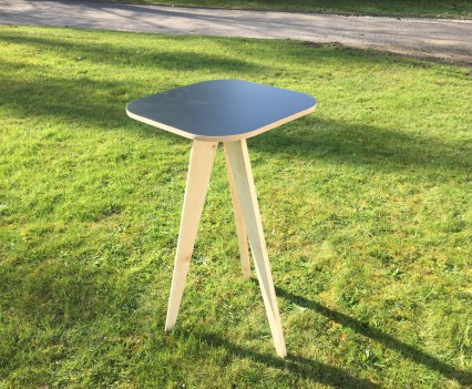 Tripod Cubic Table